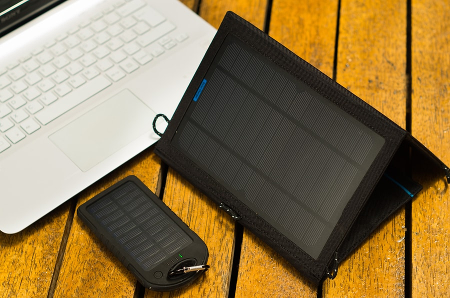 Best Solar Powered Laptop Charger Reviews of 2019 | Semprius