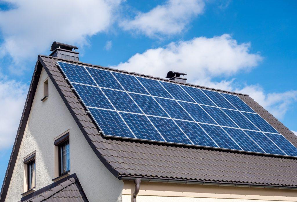 How Long Do Solar Panels Last? Explained